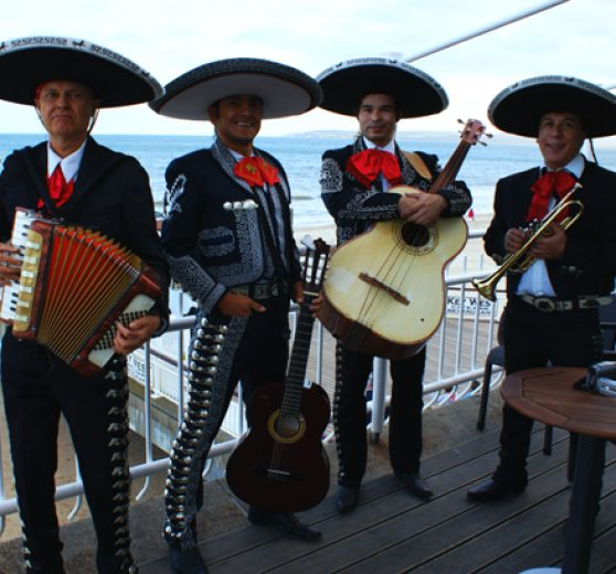 los mariachis book mexican mariachi band mariachi walkabout band. Black Bedroom Furniture Sets. Home Design Ideas