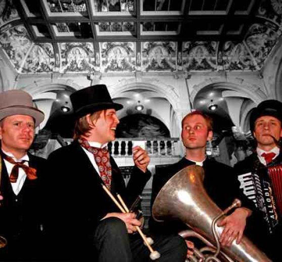 Dead Victorians Walkabout Band