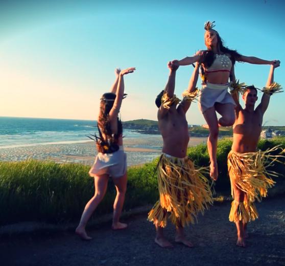 Hawaiian and Tahitian dancers